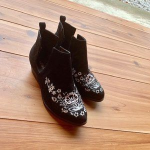 Olivia Miller BOOTS Embroidery Suede 8.5 Black